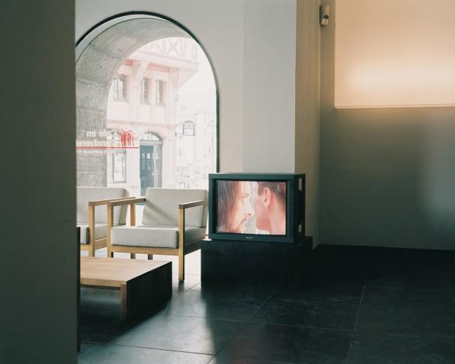 """Installationsansicht, Videodokumentation """"Judaskuss"""" von Martin Kreyssig"""