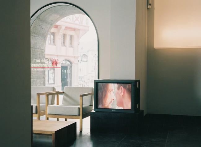 Installationsansicht der Videodokumentation Judaskuss